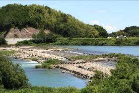 【写真】南岸堰全景(左岸下流より望む)