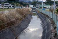 【写真】老朽化した水路