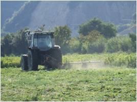大型の農機具