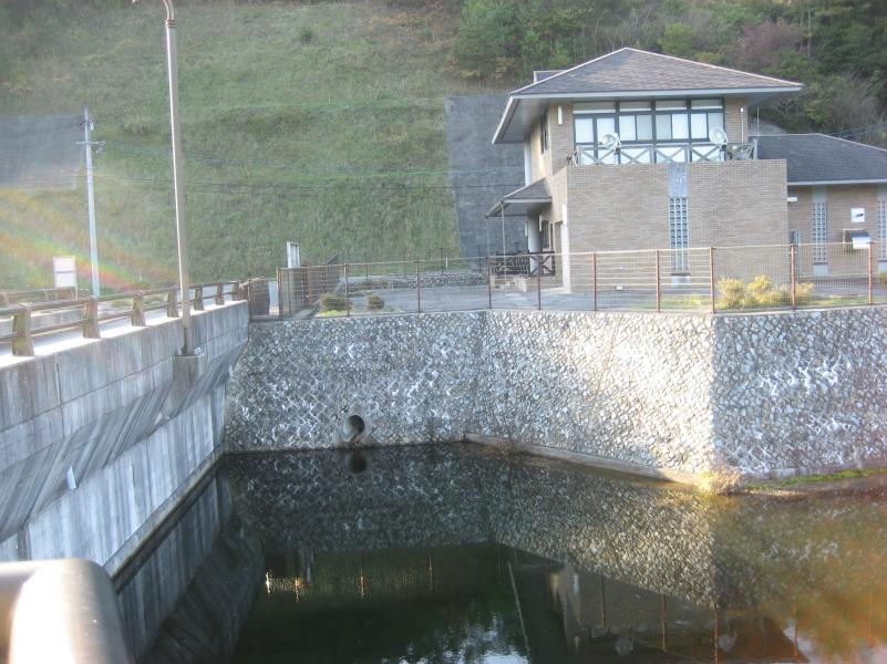 京丸ダム管理棟