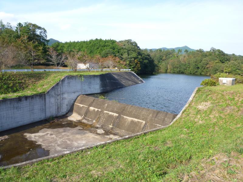 西原ダム洪水吐