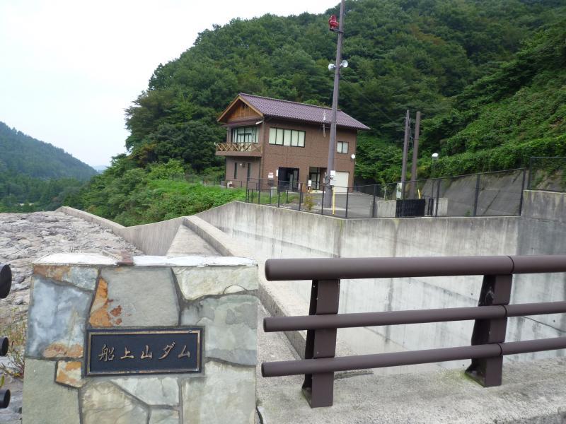 船上山ダム管理棟