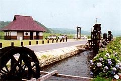 歴史的な農村風景である水車を活かすように整備された農村公園