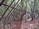 イノシシが飛び越えにくい「金網忍び返し柵」 2008年2月6日 福山市熊野町