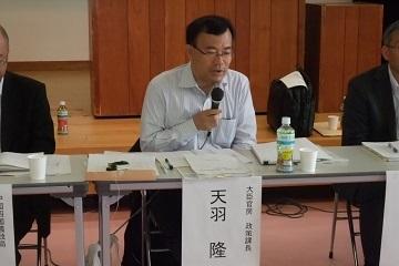 基本計画の総論について説明する天羽政策課長
