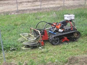 畦畔除草ロボットの試作機