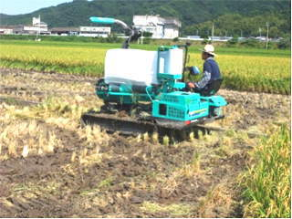 WCS稲の収穫が始まる(ラッピング作業)