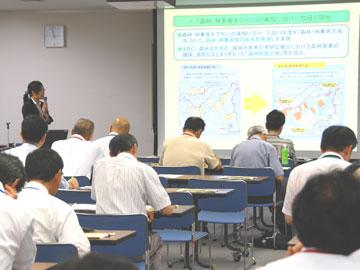 会場の様子-平成23年度「食料・農業・農村白書」、「森林・林業白書」及び「水産白書」に関する中国四国ブロック説明会