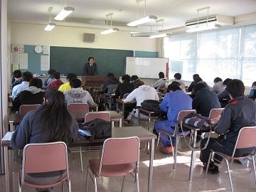 島根県立農林大学校で施策を説明(講義の様子)