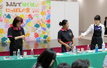 ワークショップの講師の皆さん(左から、江尻教子さん、森安かんなさん(おかやま農業女子)、江草聡美さん(株式会社バイトマーク)