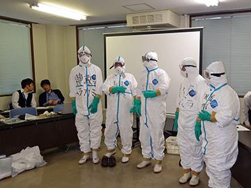 防疫服の着用2