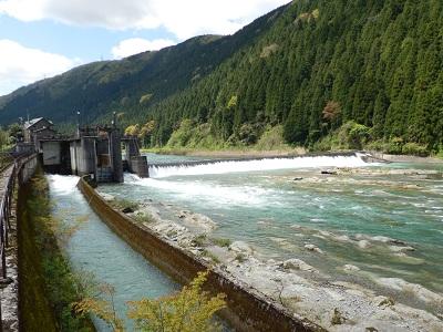 白山堰堤と七ヶ用水新水路