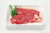 肉は鮮やかな赤色(子牛肉は淡いピンク色)で、脂身はツヤのある白いものが新鮮です。