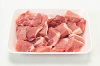 肉はみずみずしいピンク色で、脂身はツヤのある白いもの、赤身と脂身の境目がはっきりしているものが新鮮です。