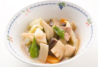 肉の旨みで野菜をおいしく たっぷり野菜と豚ばら肉の煮込み