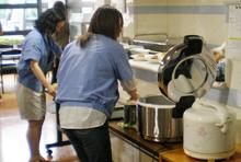 ご飯の量は食べる人が測るシステム