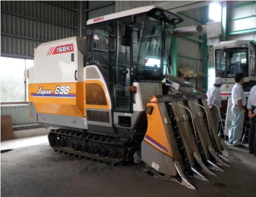 水稲大型収穫作業機械(コンバイン)