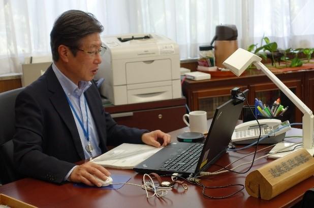 日本農業の課題と農林水産物・食品の輸出の取組を講義。