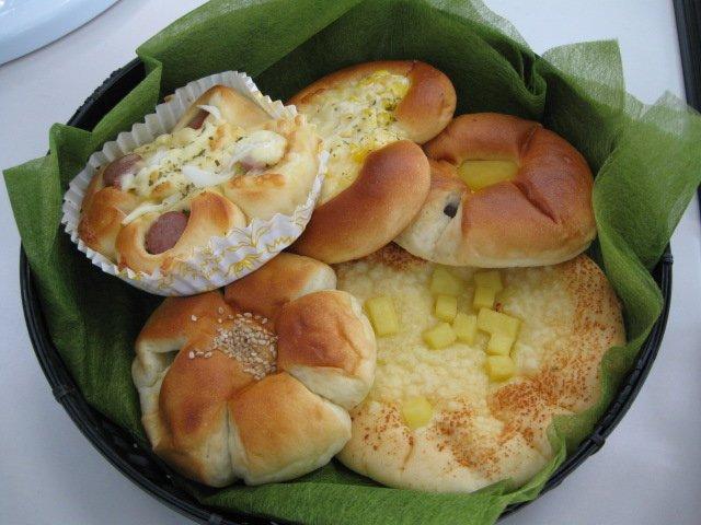 焼き上がったばかりの米粉パン