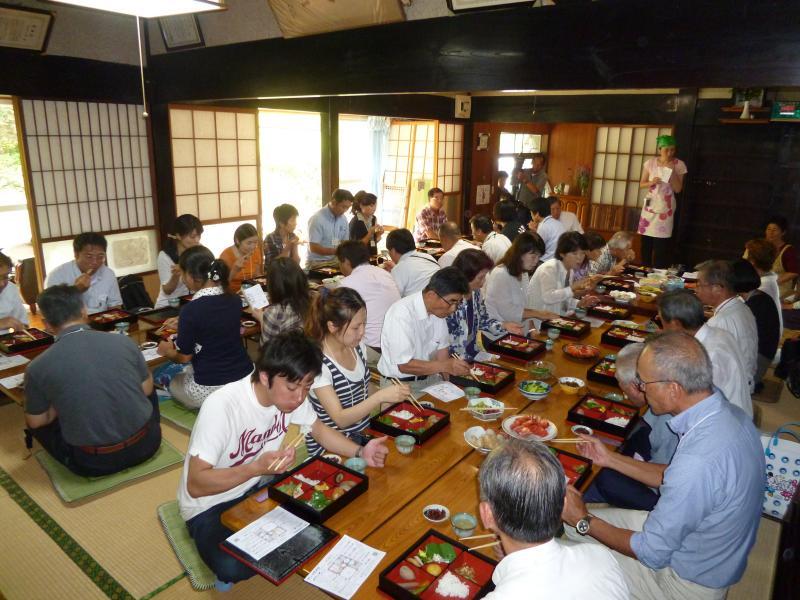 食と農の交流会棚田の集いin山都町(古民家の里山レストランでの昼食)