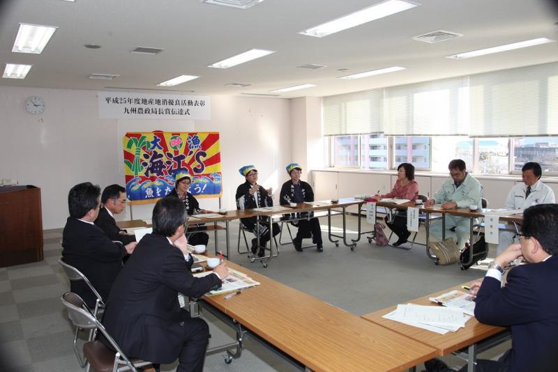地産地消優良活動表彰九州農政局長賞の伝達式の様子3