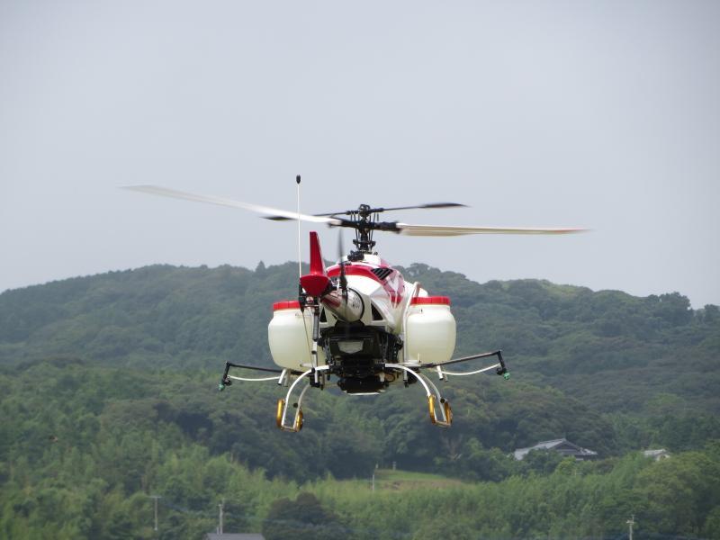 長崎県の水稲防除に使用する無人ヘリコプター
