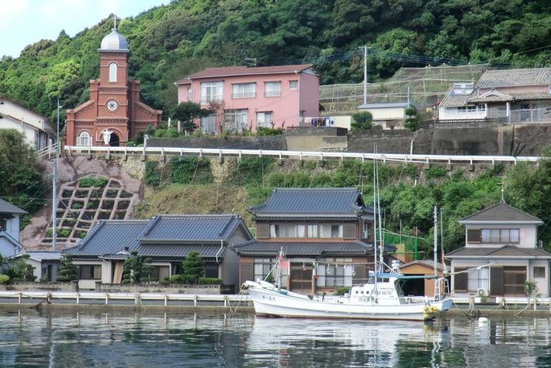 教会のある漁村の風景