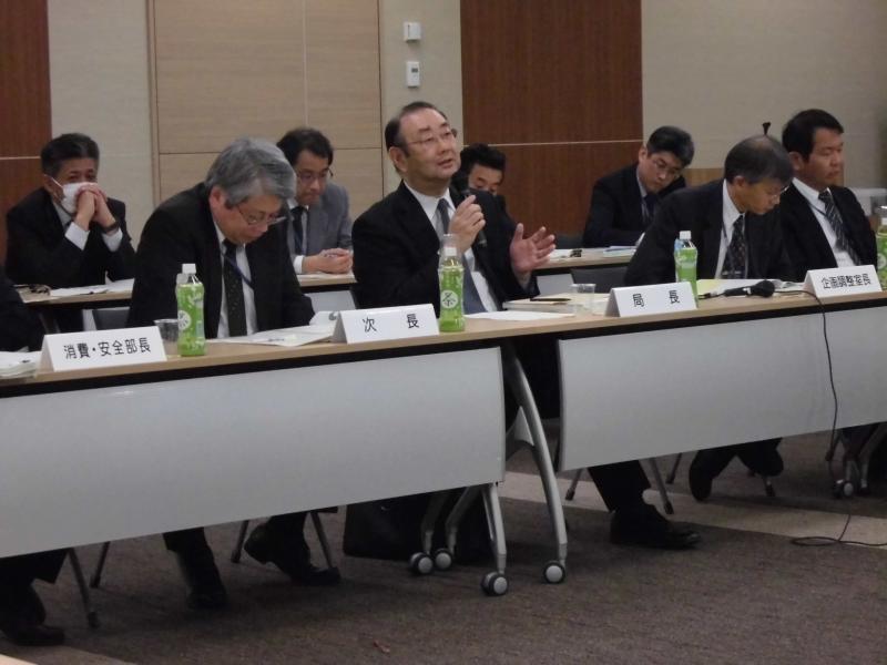意見交換で発言する井上九州農政局長