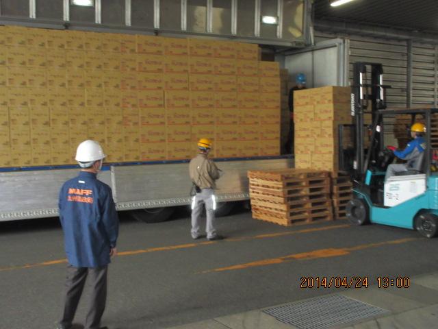 支援物資の搬入・搬出の様子5