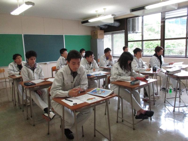 福岡県農業大学校の学生たち