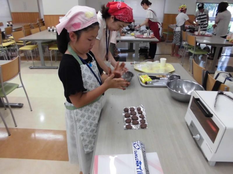 米粉料理を体験する参加者3