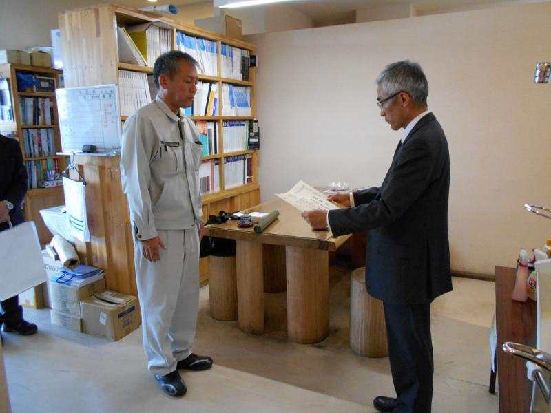 統計業務協力者へ大臣感謝状を手交しました。