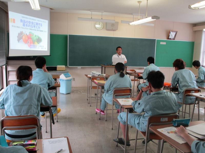 農業大学校で講義を行っています。