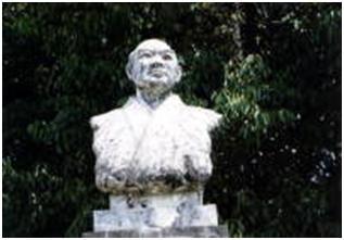 児玉久右衛門の銅像