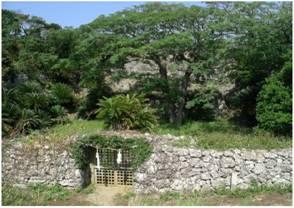 世之主(よのぬし)の墓(14世紀)