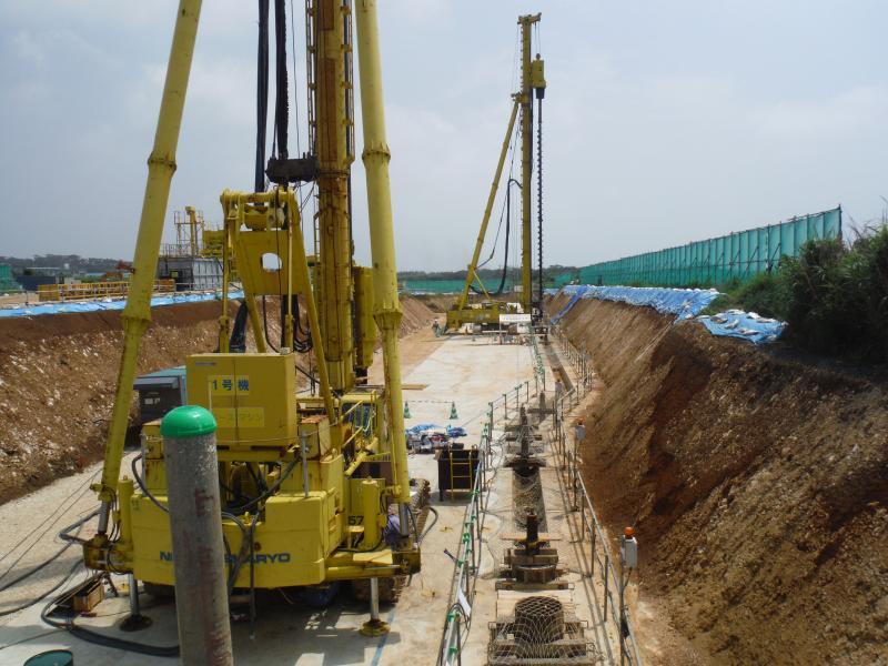 地下ダム止水壁施工中の様子