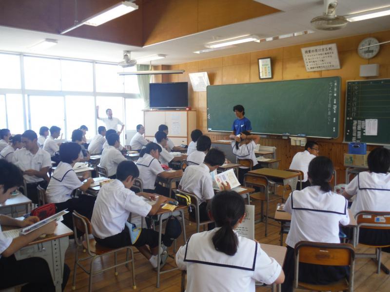 知名中学校出前授業風景①