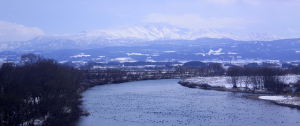 月山と赤川