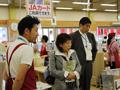 JA仙台農産物直売所「たなばたけ高砂店」を視察するあべ副大臣