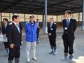 株式会社フェリスラテ(復興牧場)を視察する伊東農林水産副大臣