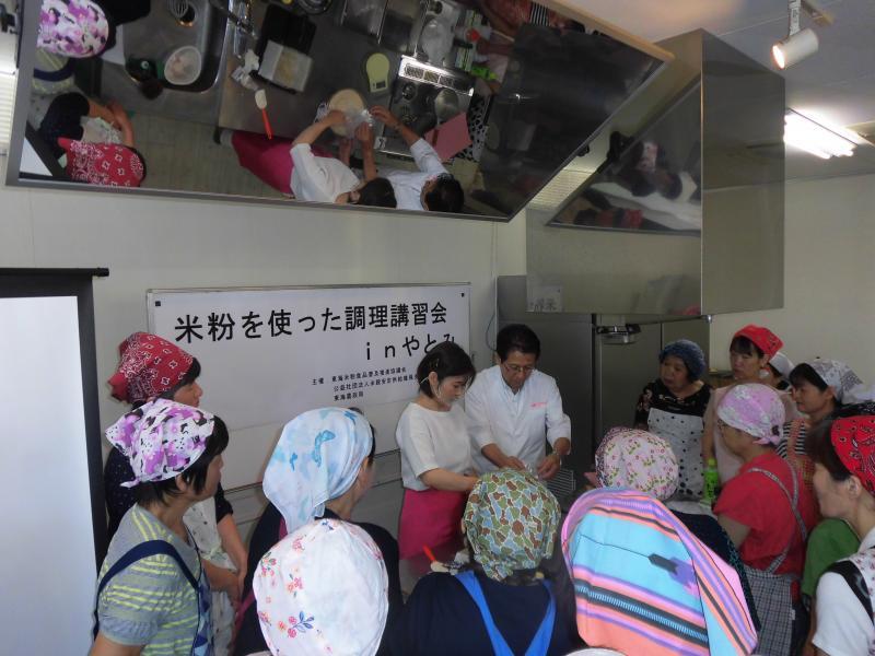 米粉を使った調理講習会の様子